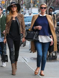 Paris Hilton Photos Sisters Paris Hilton and Nicky Hilton go for a walk through the East Village in New York City New York on April 11 The two sisters enjoyed their time out in very different styles. Paris Nicky Hilton Enjoy a Walk in NYC Together Paris Hilton Style, Paris Hilton Photos, Paris Photos, Fashion 101, Dark Fashion, Fashion Outfits, Casual Wear, Casual Outfits, Nicky Hilton