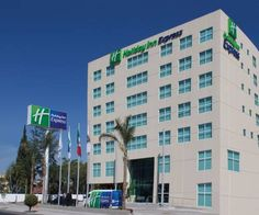 Holiday Inn Express & Suites Queretaro Quer�taro Offering a fitness centre, Holiday Inn Express & Suites Queretaro is located in Quer?taro's historic town centre.  Each room here will provide you with a flat-screen TV, air conditioning and satellite channels.