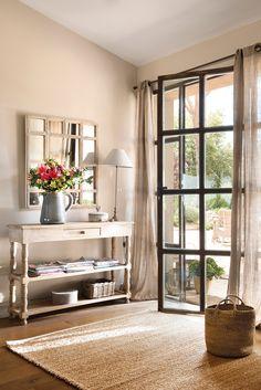 00460744b. Recibidor con consola y espejo junto a puerta acristalada_00460744b