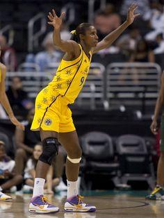 WNBA Recap: Los Angeles vs San Antonio, Sparks Win 80-78