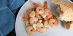 Kæmperejer med hvidløg i ovn smager intet mindre end fantastisk. Always Hungry, Paella, Tapas, Shrimp, Snacks, Meat, Food, Drink, Beverage