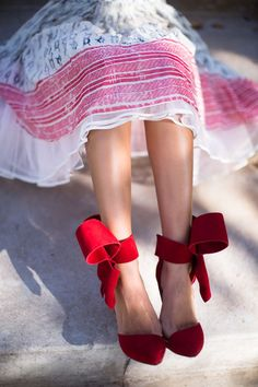 Red Valentino party bow heels // Song of Style Estilo Fashion, Look Fashion, Fashion Shoes, Fashion News, Girl Fashion, Fashion 2016, Red Fashion, Song Of Style, Crazy Shoes