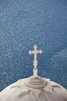 Church dome, Santorini, Greece by Maggie & David Santorini Island Greece, Santorini House, Greek Blue, Greek Art, Large Cat Breeds, Zorba The Greek, Greek Beauty, Parthenon, Greece Travel