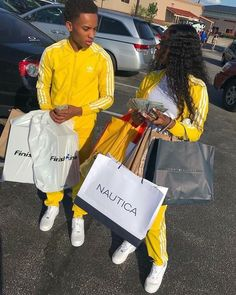 First one is a motive I'm trying to make money moves with my man n be happy😂😂🤩 Couple Goals Relationships, Relationship Goals Pictures, Couple Relationship, Matching Couple Outfits, Matching Couples, Boy Best Friend, Best Friend Goals, Black Couples Goals, Cute Couples Goals