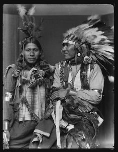 Portraits of Native Americans from 'Buffalo Bill's Wild West' show Sioux men identified as Holy Frog and Big Turnips, were both part of the Buffalo Bill's Wild West Show. Photographed in 1900 by Gertrude Käsebier. Native American Beauty, Native American Photos, Native American Tribes, Native American History, American Indians, American Art, American Quotes, American Symbols, American Women