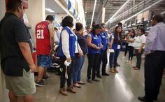 Bebé de dos meses muere en un Walmart tras caer de los brazos de su madre