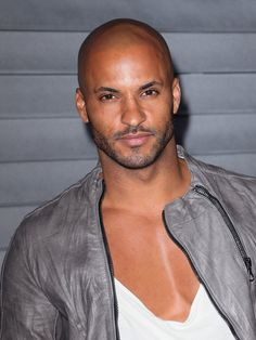 Step This Way For 40 Seriously Hot Photos of Ricky Whittle Bald With Beard, Bald Man, Ricky Whittle, The 100 Characters, Hunks Men, Beautiful Men Faces, Muscle, Athletic Men, Whittling