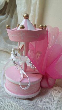 Μπομπονιέρες βάπτισης! Σε εμάς  θα βρείτε  μπομπονιερα καραουζελ σε ροζ χρώμα  ..ιδανική  επιλογη  για μια υπέροχη  βάπτιση