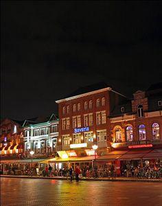 Markt Eindhoven in de avond.