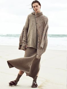 Tess Hellfeuer by Mikael Schulz for Elle Germany September 2017 Elle Germany September 2017 Model: Tess Hellfeuer Photographer: Mikael Schulz Fashion Editor: Kathrin Seidel Beauty Arti. Knit Fashion, Fashion 2017, High Fashion, Womens Fashion, Beach Editorial, Editorial Fashion, Photography Beach, Fashion Photography, Glamour Photography