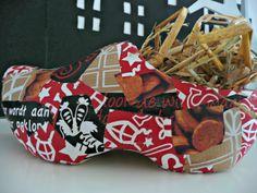 Dutch Wooden Shoes, Hart, Holland, Diys, December, Throw Pillows, Fun, The Nederlands, Toss Pillows