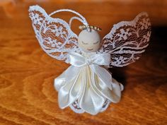 Christmas Paper, Christmas Balls, Christmas Angels, Christmas Crafts, Family Christmas, Christmas Tree Decorations, Christmas Tree Ornaments, Beaded Angels, Paper Lanterns