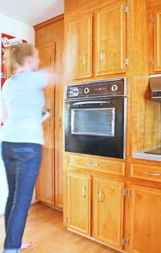 I have the BEST two step method for cleaning wooden cabinets. Two cleaners make these 1960s cabinets look brand new! | www.rappsodyinrooms.com