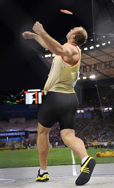 DISCUS THROW - Great Release Form: Robert Harting of Germany