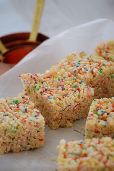 A simple 4 ingredient recipe for making healthier LCM Bars at home using just honey, rice bubbles, coconut oil and sprinkles! 4 Ingredient Recipes, Delicious Desserts, Yummy Food, Lunch Box Recipes, Dessert Recipes For Kids, Lunchbox Ideas, Cheap Clean Eating, Baking Recipes, Healthy Snacks