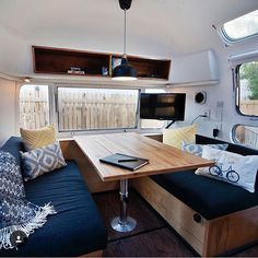 I'm in love with the interior of @lastbestcamper! She's a 1974, 31ft Airstream based in Livingston Montana. What is your favourite part? (I love the wood-fired heater!)
