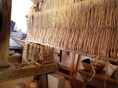 La tessitura a mano, fatta con strumenti secolari e meravigliosamente aperta a tutti da Assunta Perilli a Campotosto.