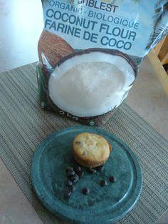 Muffins à la noix de coco et aux pépites de chocolat Esther, Coconut Flour, Camembert Cheese, Pudding, Desserts, Food, Coconut Muffins, Tailgate Desserts, Puddings