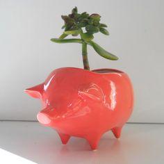 Ceramic Pig Planter Vintage Design in Coral Pink por fruitflypie