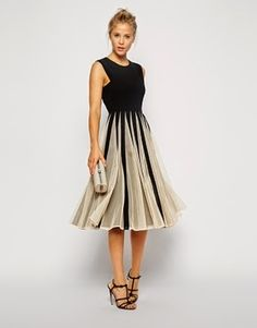 Don't know what to wear to a wedding? This dress is perfect. http://calmweddings.blogspot.co.uk/2015/01/ladies-look-great-to-your-friends.html