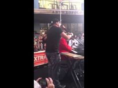 Vino Alan sings with Stevie Wonder!