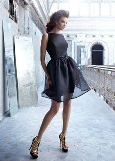 Love the form fitting bodice with the loose bottom. the solid black color makes the dress look chic and expensive. Noir By Lazaro Bridesmaids and Special Occasion Dresses: Style Fashion Moda, Look Fashion, Fashion Beauty, High Fashion, Fashion Women, Fashion Ideas, Fashion Black, Fall Fashion, Trending Fashion