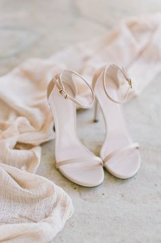 Nude Stuart Weitzman ankle strap stilettos: Photography : Tamara Gruner Photography Read More on SMP: http://www.stylemepretty.com/new-mexico-weddings/2016/11/08/classic-meets-destination-in-new-mexico/