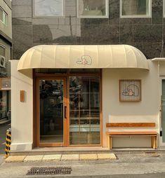 Cafe Shop Design, Coffee Shop Interior Design, Store Design, Coffee Shop Aesthetic, City Aesthetic, Cafe Restaurant, Restaurant Design, Cafe Concept, Small Cafe