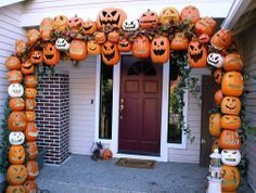 I am going to start collectig cheap clearance, thrift shop,yard sale plastic, etc Holloween stuff to make this with witches etc in it. Trpurposing some of the cheapie plastic etc for it too. DIY meets Haloween Big Bash. ~~~Pumpkin Jack O' Lantern arbor. Awesome Halloween Home Decorating Ideas