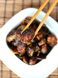 Crispy Asian Brussels Sprouts | The Baker Mama. Soy Sauce, Maple Syrup, OH MY! #brusselsprouts Rabbit Food, Veggie Recipes, Vegetarian Recipes, Healthy Recipes, Cooking Recipes, Delicious Recipes, Free Recipes, Stir Fry Brussel Sprouts, Brussels Sprouts