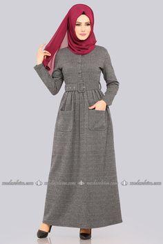 Modern Hijab Fashion, Islamic Fashion, Abaya Fashion, Muslim Fashion, Fashion Outfits, Mode Abaya, Mode Hijab, Best Formal Dresses, Pakistani Party Wear Dresses