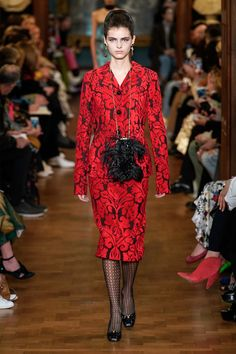 Erdem Fall 2019 Ready-to-Wear Collection - Vogue Fashion History, Fashion Art, Runway Fashion, Fashion Trends, Fashion Black, Vogue Paris, Red Black Dress, Exclusive Clothing, Vogue Russia