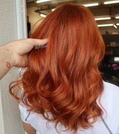 Would you like a more cohesive and intense orange baby? Keep this wound … - All For Hair Color Balayage Magenta Hair Colors, Hair Color Auburn, Red Hair Inspo, Copper Red Hair, Ginger Hair, Cool Hair Color, Balayage Hair, New Hair, Hair Inspiration
