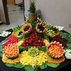 Fruit Party Platters Catering 32 Ideas For 2019 Fruit Tables, Fruit Buffet, Fruit Display Tables, Fruit Centerpieces, Edible Arrangements, Best Fruits, Healthy Fruits, Fruits Decoration, Table Decorations
