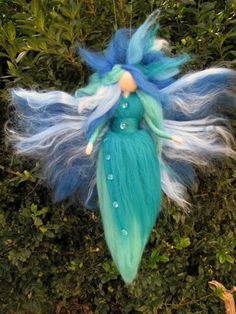 Needle Felted Wool fairy with hydrangea flowers, Waldorf inspired fairy doll Wool Dolls, Felt Dolls, Fairy Crafts, Felt Crafts, Wet Felting, Needle Felting, Water Fairy, Felt Angel, Fairy Clothes