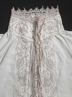 c. 1600-1618 Smock or chemise, with pale pink stitched trim.| Museum of London.
