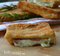 Sandwich fritti dorati con salame e provola, FACILISSIMI GOLOSI,SFIZIOSI UN SALVA CENA DELL'ULTIMO MINUTO PRATICO ED ECONOMICO