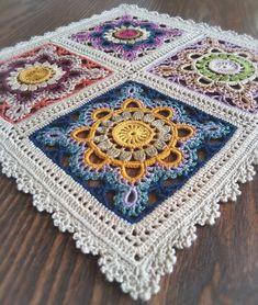 Ideas for crochet pillow mandala yarns Crochet Afghans, Crochet Mandala Pattern, Crochet Square Patterns, Crochet Blocks, Crochet Pillow, Crochet Squares, Crochet World, Crochet Geek, Bead Crochet Rope