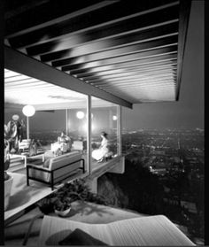 Shulman captured this famous photo of Case Study #22, built by architect, Pierre Koenig in 1960.