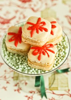 Christmas Present Macarons