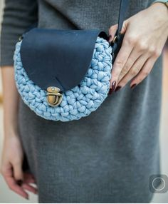 Marvelous Crochet A Shell Stitch Purse Bag Ideas. Wonderful Crochet A Shell Stitch Purse Bag Ideas. Crochet Clutch, Crochet Handbags, Crochet Purses, Crochet Shell Stitch, Crochet Yarn, Knitting Yarn, Crotchet Bags, Knitted Bags, Cotton Cord
