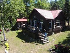 Maison à vendre à Alleyn-et-Cawood, Outaouais - 142500 $ Cabin, House Styles, Home Decor, Homemade Home Decor, Interior Design, Cottage, Home Interiors, Wooden Houses, Decoration Home