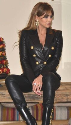 Short Leather Jacket, Leather Pants, Black Leather, Celebrity Boots, Leder Outfits, Sexy Older Women, Leather Dresses, Girls Jeans, Leather Fashion