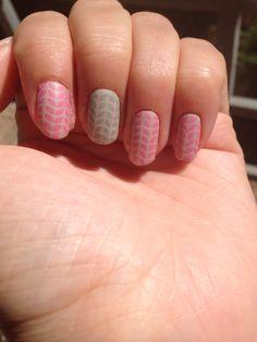 Nail art spring pink green