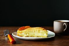 'New England Spider Cake', a creamy cornbread cake baked in a cast iron skillet (recipe on Cakes To Make, How To Make Cake, Just Desserts, Dessert Recipes, Cake Recipes, Delicious Desserts, Breakfast Recipes, Cornbread Cake, Skillet Cornbread