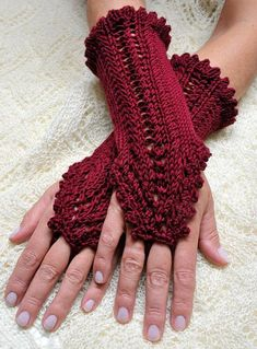 Knitting pattern 'Phoebe' – arm warmers with lace pattern - Stricken Baby Sachen Crochet Wrist Warmers, Crochet Gloves, Knit Mittens, Hand Warmers, Knit Crochet, Knitting Patterns, Crochet Patterns, Arm Knitting, Fingerless Mitts
