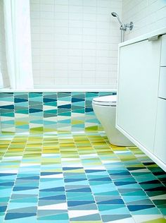 dwell pattern tiles | Montage: 20 Bathrooms With Contrasting Tile Floors