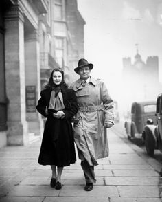 We Had Faces Then — Vivien Leigh and Laurence Olivier on the streets... Real Life Love Stories, Tragic Love Stories, Great Love Stories, Love Story, Vivien Leigh, Katharine Hepburn, Hollywood Couples, Celebrity Couples, Classic Hollywood