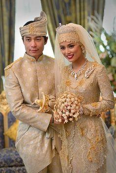 Wedding portrait ~ Princess Hajah Halfizah Sururul Bolkiah, daughter of the Sultan of Brunei, and groom Pengiran Haji Muhammed Ruzaini...The bridal bouquet is crafted of delicate petals of gold studded with diamonds....