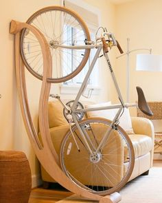 New kids bike storage apartment Ideas Easy Woodworking Projects, Woodworking Wood, Wood Projects, Woodworking Videos, Bicycle Storage Rack, Storage Racks, Storage Ideas, Bicycle Rack, Bike Storage Wooden